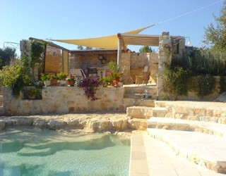 Cosy trullo with large rock pool