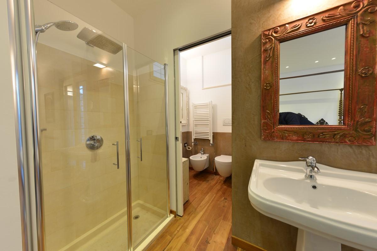 Villa Trullo Sverg Master Bedroom Shower