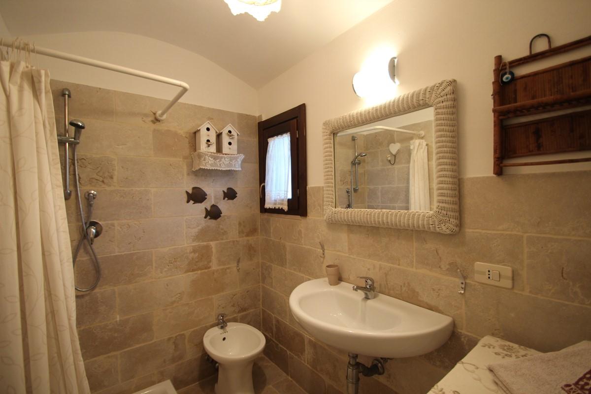 Trullo Formosa Bathroom 2