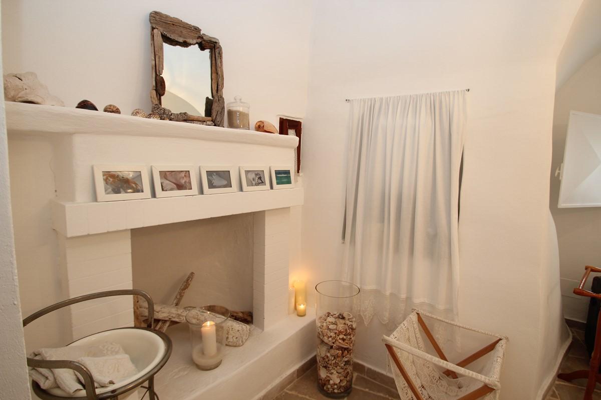Trullo Formosa Master Bathroom Pic 3