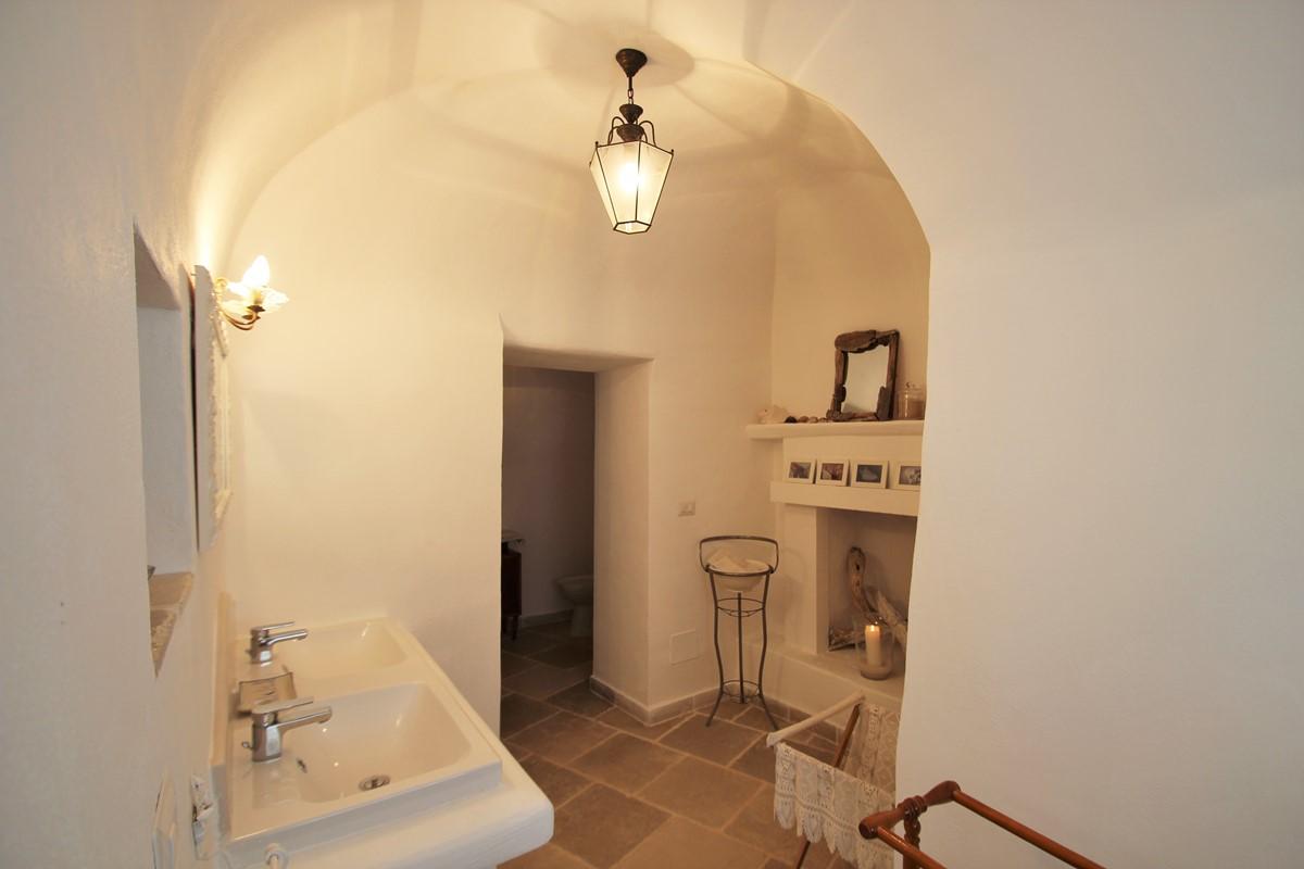 Trullo Formosa Master Bathroom View 2