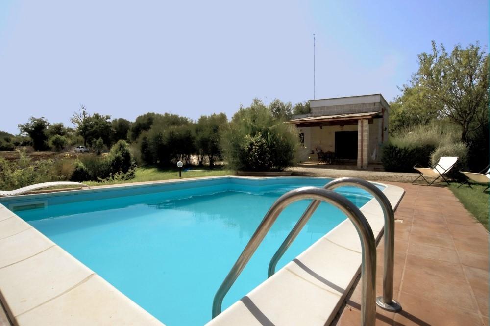 Lamia Sessana Pool