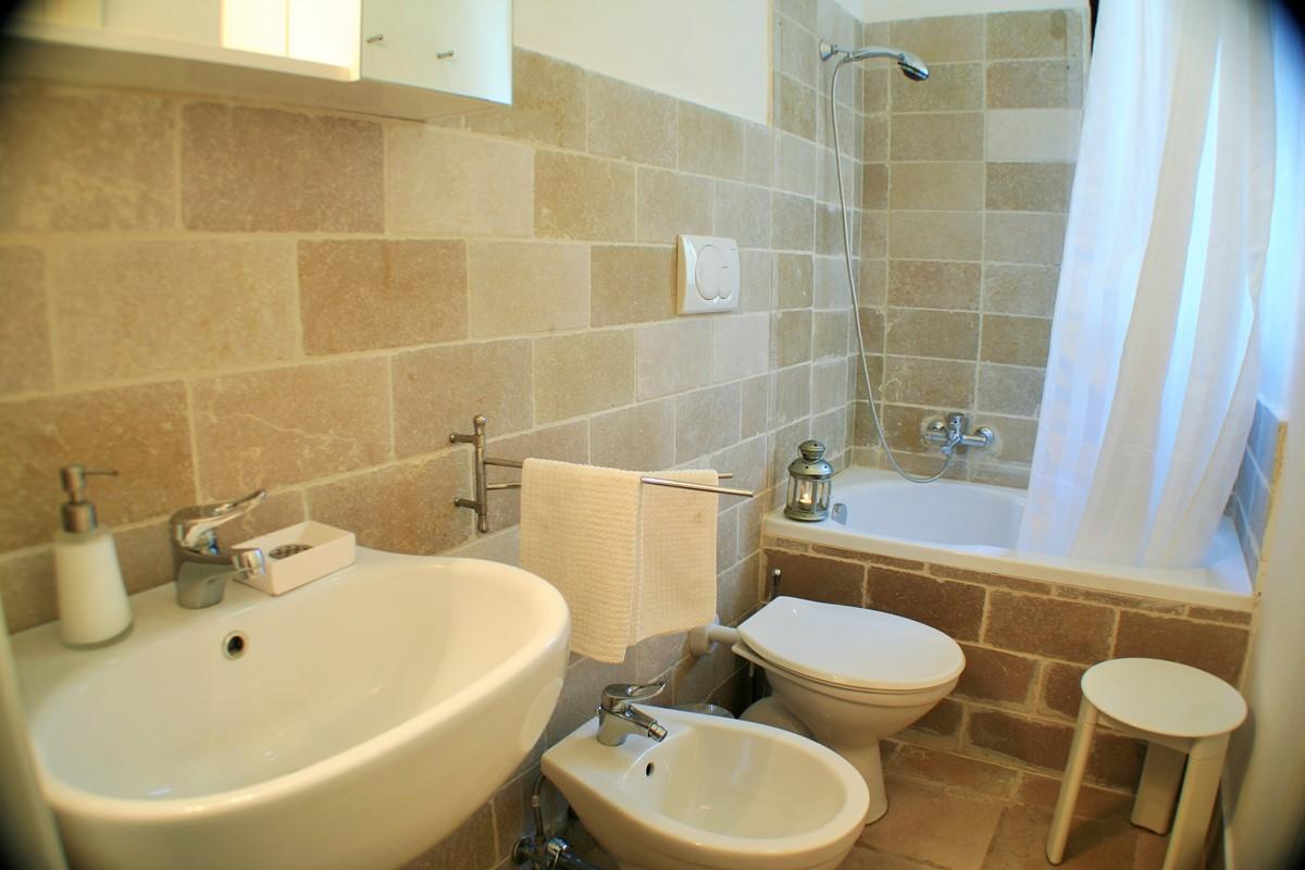 Lamia Sessana Bathroom