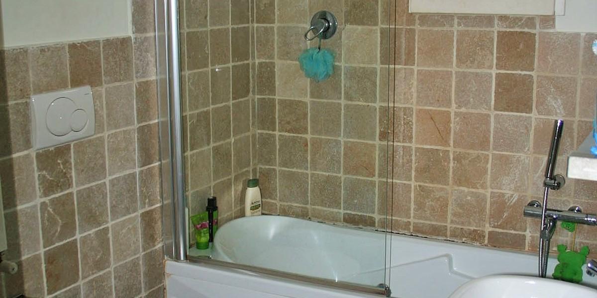Villa Sessana Main Bathroom