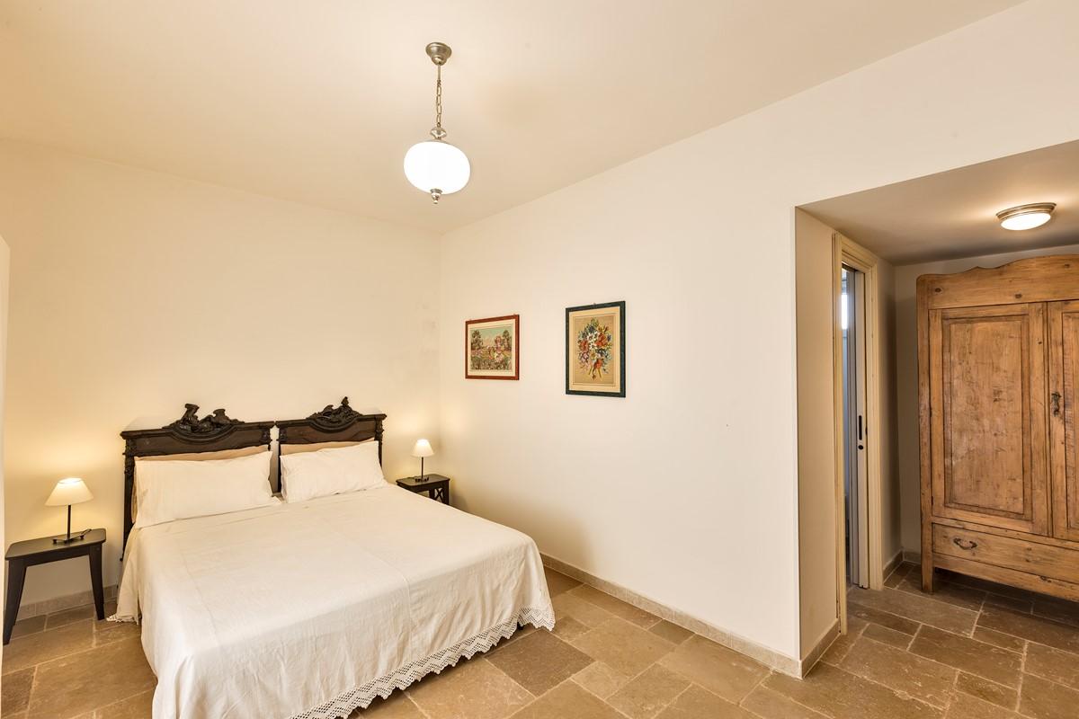 Masseria Sussana GF Swan Bedroom2