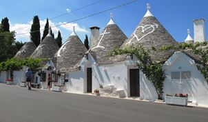 Alberobello Main St